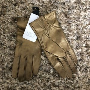 Accessories - Gold leather gloves